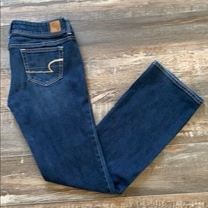 😊2/25 American Eagle outfitters jeans size 8